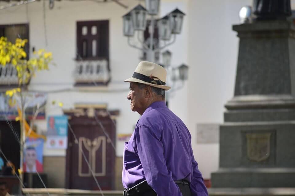 Obrigação de pensão não passa automaticamente dos pais para os avós.